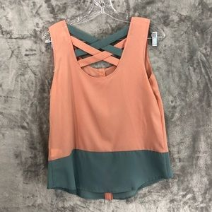 Sale | NWOT 2 tone color sleeveless top size M